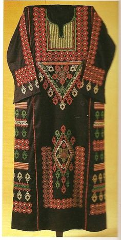 Embroidered bedouin robe from Syria. Tribal Costume, Folk Costume, Middle Eastern Clothing, Eastern Dresses, Palestinian Embroidery, Arab Fashion, Medieval Clothing, Traditional Dresses, Playing Dress Up