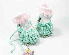 Crocheted baby booties white baby booties by Svetlanababyknitting