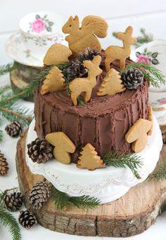 Bizcocho de crema de cacahuete con buttercream de chocolate. Un bizcocho con un sabor intenso a cacahuete acompañado del delicioso toque dulce del chocolate.