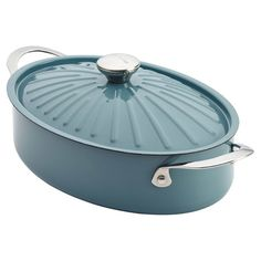 Craft a delicious weeknight dinner or special-occasion feast with this enameled paella pan, a must-have addition to your cookware collection.
