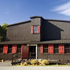 Maker's Mark Distillery is way, way off the beaten path down a long and winding road. Don't go there hungover from drinking MM either. Just sayin'...not that I ever did that. ;)