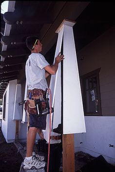 How to build out tapered porch columns diy (outdoor porch lights columns) Craftsman Columns, Craftsman Porch, Craftsman Remodel, Craftsman Exterior, Craftsman Bungalows, Craftsman Style, Diy Exterior, Craftsman Homes, Exterior Remodel