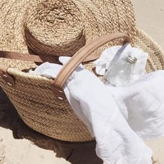 Straw bag, straw hat, ready for beach. Summer Feeling, Summer Vibes, Summer Days, Spring Summer, Beach Bum, Summer Beach, Beach Gear, Nude Beach, Neutral