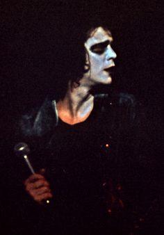 Reed performing in Sheffield at his original Berlin Show 1973. #LouReed