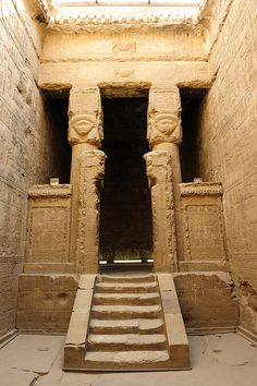 Ancient Kemet Temple of Hathor Dendera Architecture Antique, Ancient Egyptian Architecture, Ancient Egyptian Art, Ancient Ruins, Ancient Artifacts, Ancient History, European History, Ancient Greece, American History