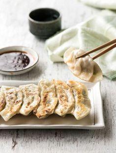 GYOZA (Dumplings) Gyoza (Japanese Dumplings) - A traditional Japanese recipe! Plus a VIDEO to learn how to wrap them!Gyoza (Japanese Dumplings) - A traditional Japanese recipe! Plus a VIDEO to learn how to wrap them! Japanese Gyoza, Japanese Dumplings, Japanese Dishes, Japanese Recipes, Asian Recipes, Healthy Recipes, Pork Recipes, Recipetin Eats, Recipe Tin