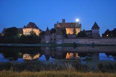 Malbork at night Malbork Castle, Gothic Castle, Medieval Fortress, Second World, Roman Catholic, World Heritage Sites, Worlds Largest, Castles, Poland