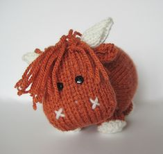 Mac the Highland Bull toy knitting pattern by fluffandfuzz on Etsy : si un jour je sais tricoter. Crochet Chain, Knit Or Crochet, Single Crochet, Crochet Toys, Knitting For Charity, Double Knitting, Animal Knitting Patterns, Crochet Patterns, Crochet Ideas