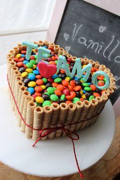 Resultado de imagen para tortas de chocolate con rocklets y oreo Torta Candy, Candy Cakes, Chocolate Biscuits, Chocolate Cake, Fondant Cakes, Cupcake Cakes, Smarties Cake, Heart Shaped Cakes, Cake Decorating Techniques