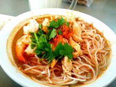 Sarawak Laksa is a must eat when visiting Sarawak! Here is a guide to ensuring you are having legit Laksa.