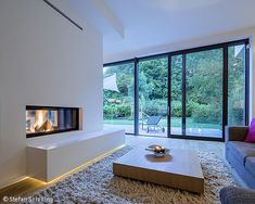 Nahtloser Übergang - Köln / Bonn: CUBE Magazin Home Decorating Ideas Bathroom Modern Fireplace, Fireplace Design, Fireplace Ideas, Style At Home, Home Living Room, Living Room Designs, Living Area, Interior Architecture, Interior Design