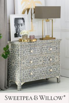 The Constance Inlay Chest of Drawers is a beauty to behold. This intricately detailed piece is made from a plethora of bone pieces, delicately arranged to form stunning Art Deco patterns, and the hexagonal bone handles provide the perfect finishing touch. #sweetpeaandwillow #artdeco #modernhomedecor #contemporarybedroom #bedroominteriors Beautiful Beds, Beautiful Bedrooms, Grey And Gold Bedroom, Sweetpea And Willow, Willow Furniture, Bedroom Chest Of Drawers, Upper House, 5 Seater Sofa, Gold Home Decor