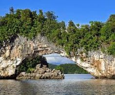 Skalné ostrovy v lagúne Palau