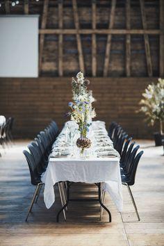 Vores eventyrlige bryllupsborddækning med krystaller, markblomster og oliventræer – Sonoma Seven — bolig & livsstil