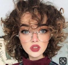 Pin by Joy Reynolds on Meine welt in 2020 Aesthetic People, Aesthetic Girl, Long Bob Pixie, Eye Makeup, Hair Makeup, Poses References, Hair Reference, Foto Art, Grunge Hair