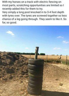 Des pneus boulonnés ensemble et enfilés sur un poteau font une excellent grattoir !