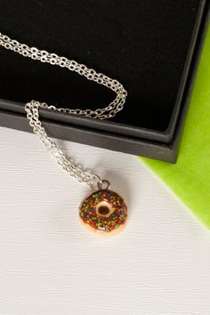 These tiny chocolate and sprinkles doughnut necklaces are perfect for anyone with a sweet tooth. Whilst unfortunately not edible (tempting as it may be) they're certain to look fantastic as part of any food lovers jewellery collection! Who doesn't love a creamy crispy yummy treat every now and again?