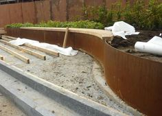 How To Install Corten Steel Retaining Wall - Garden Inspiration Steel Retaining Wall, Garden Retaining Wall, Retaining Walls, Steel Garden Edging, Steel Edging, Corten Steel Planters, Landscape Edging, Garden Structures, Garden Planters