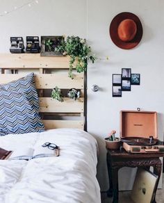 30+ Awesome Minimalist Dorm Room Decor Inspirations on A Budget