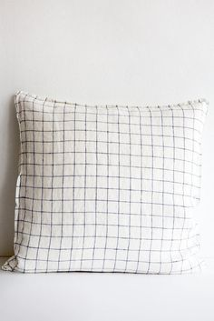 linge particulier white/navy window pane pillow