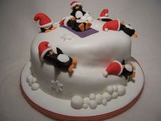 Dolci di pasta di zucchero e torte decorate per Natale | Torta con pinguini | FOTO
