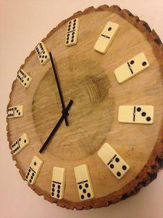 Dominoes clock Make A Clock, Diy Clock, Clock Decor, Wall Clock Wooden, Wood Clocks, Wooden Art, Mother's Day Projects, Wood Projects, Homemade Clocks