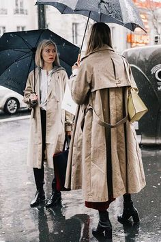 12 Cute Umbrellas That Go So Well With a Trench Coat Rainy Outfit, Rainy Day Outfit For Work, Outfit Of The Day, Trench Coat Outfit, Burberry Trench Coat, Cute Umbrellas, Outfit Des Tages, Looks Street Style, Emmanuelle Alt