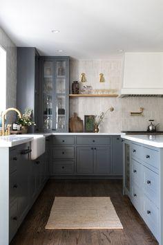 Home Interior Wall pretty kitchen Farmhouse Kitchen Island, Cottage Kitchens, Home Kitchens, Kitchen Dining, Kitchen Decor, Kitchen Cabinets, Kitchen Ideas, Kitchen Appliances, Home Luxury