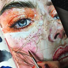 Очередная макро картинка в скетчбуке) довольно быстрая, если честно, просто рисую с перерывами сегодня. Не знаю почему именно в скетчах меня тянет на такое, наверное, потому что на большом формате в жизни не осилю. Но зарекаться не буду) #скетч #drawing #art #sketchbook #наколенныезарисовки #арт Fast macro sketching today. #watercolor #painting #aquarelle #акварель