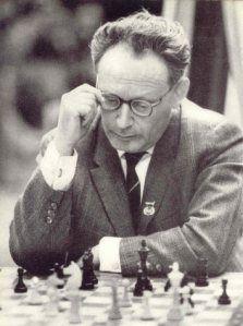 """""""El ajedrez no es una pizca de inferior al violín, y tenemos un gran número de violinistas profesionales"""" -Mijaíl Botvínnik"""