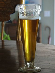 BierMuncher's Centennial Blonde all grain recipe - Simple & hard to screw up recipe with great reviews.