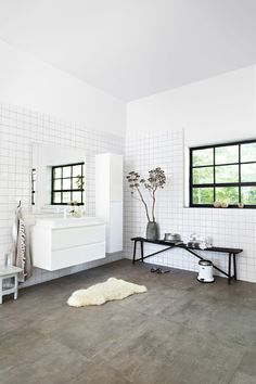 Large bright bathroom with black details and white bathroom furniture Small Bathroom Furniture, Budget Bathroom, Laundry In Bathroom, Bathroom Interior, Bathroom Ideas, New Toilet, Buying A New Home, Large Bathrooms, Bathroom Inspiration