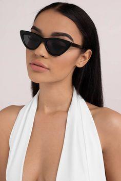 Boss Lady Cat Eye Sunglasses - Women's style: Patterns of sustainability Discount Sunglasses, Cute Sunglasses, Trending Sunglasses, Black Sunglasses, Sunglasses Women, Vintage Sunglasses, Summer Sunglasses, Fashion Eye Glasses, Cat Eye Glasses