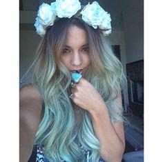 Pin for Later: Die Stars tragen Haare in allen Regenbogenfarben Vanessa Hudgens Quelle: Instagram user vanessahudgens