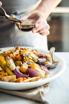 Roasted Vegetables These Maple Balsamic Roasted Vegetables are a must for any dinner party or Thanksgiving table. A mixture of root…These Maple Balsamic Roasted Vegetables are a must for any dinner party or Thanksgiving table. A mixture of root… Vegetable Recipes, Vegetarian Recipes, Cooking Recipes, Healthy Recipes, Vegetarian Grilling, Healthy Grilling, Cheap Recipes, Vegetable Salad, Keto Recipes