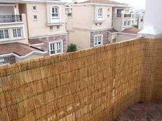 Ideas for making a backyard private using fences and screens, making a fence taller, covering a chain link fence, and living fence ideas. Privacy Fence Screen, Fence Screening, Outdoor Spaces, Outdoor Living, Outdoor Decor, Outdoor Privacy, Outdoor Ideas, House Window Design, Living Fence