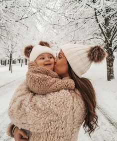 cute matching baby hats for winter So Cute Baby, Cute Baby Clothes, Mom And Baby, Baby Love, Cute Kids, Cute Babies, Baby Kids, Baby Baby, Mode Au Ski