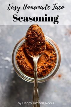 This easy homemade taco seasoning mix comes together in less than 5 minutes and makes the best addition to your favorite Mexican food. So much better than the packaged one! Healthy Summer Recipes, Vegan Breakfast Recipes, Delicious Vegan Recipes, Vegetarian Recipes, Vegan Meals, Amazing Recipes, Vegan Vegetarian, Homemade Taco Seasoning Mix, Homemade Tacos