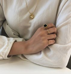 Image about fashion in accessories by - on We Heart It Cute Jewelry, Gold Jewelry, Jewelry Accessories, Fashion Accessories, Minimalist Street Style, Minimalist Fashion, Fashion Shoes, Fashion Jewelry, Fashion Fashion
