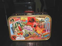 Google Afbeeldingen resultaat voor http://www.gypsybelles.com/tinkercreations/images/deco/suitcases/commission_travel_suitcase/new-suitcase1.jpg