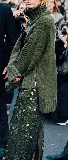 Olive green and sequins matching color knit and sequins + capsule wardrobe – Nederland mode Capsule Outfits, Mode Outfits, Capsule Wardrobe, Fashion Outfits, Womens Fashion, Fashion Trends, Dress Outfits, Look Street Style, Street Chic