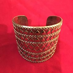 Gold cuff Gold cuff ready to be worn on a night out with a sassy outfit.  Adjusts small to large.  Very cute on! Jewelry Bracelets
