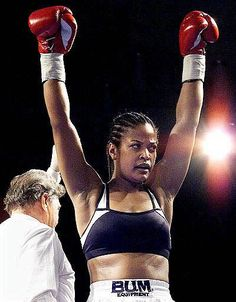 She's a beast. Boxing Girl, Women Boxing, Female Boxing, Layla Ali, Boxe Fight, Womens Workout Outfits, Muhammad Ali, Women In History, Athletic Women