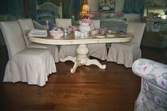 round pedestal table w/leaves