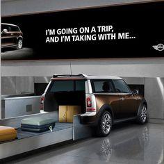 Sensation Marketing: Mit diesem genialen Einfall machte Mini Cooper am Flughafen auf die Großräumigkeit des Mini Clubman aufmerksam! Auf ihr Gepäck wartende