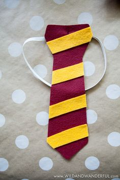 Diy Harry Potter House Ties The Making For Louis Party Continues We Always Like To Have Gifts For The Attendees That Double As Fun Party Dressup And They Can Take Home And Play With Later Some Hogwarts House Ties A Harry Potter Halloween, Dobby Harry Potter, Harry Potter Dog Costume, Harry Potter Kawaii, Harry Potter Teachers, Harry Potter Motto Party, Harry Potter Fiesta, Harry Potter Party Games, Décoration Harry Potter