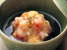 田村 隆 さんの「れんこんまんじゅう」。れんこんをすりおろして蒸すだけで、もっちりとした口当たりのまんじゅうに。 NHK「きょうの料理」で放送された料理レシピや献立が満載。