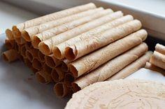 530 g vody 530 g plnotučného mléka 1 vejce (50 g) 40 g mletých vlašských ořechů (nebo klidně celých, mixujete-li ve stojícím mixéru) 500 g hladké mouky 00 380 g cukru krystalu/krupice 20-40 g vanilkového cukru (podle síly vašeho domácího cukru… Při 40g dàvce klidně ještě uberte 20 z neochuceného krystalu/krupice) 4 g skořice 0,5 g soli (dvě větší špetky) 30 g slunečnicového oleje nebo přepuštěného másla Sem Internet, Cooking Tips, Ale, Cookies, Baking, Sweet, Desserts, Recipes, Food