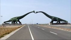 These statues of kissing dinosaurs on the border of China and Mongolia. 19 Truly Beautiful Statues That Everyone Will Love, I Promise
