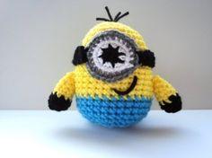 Crochet Minion free Pattern* ༺✿ƬⱤღ  https://www.pinterest.com/teretegui/✿༻